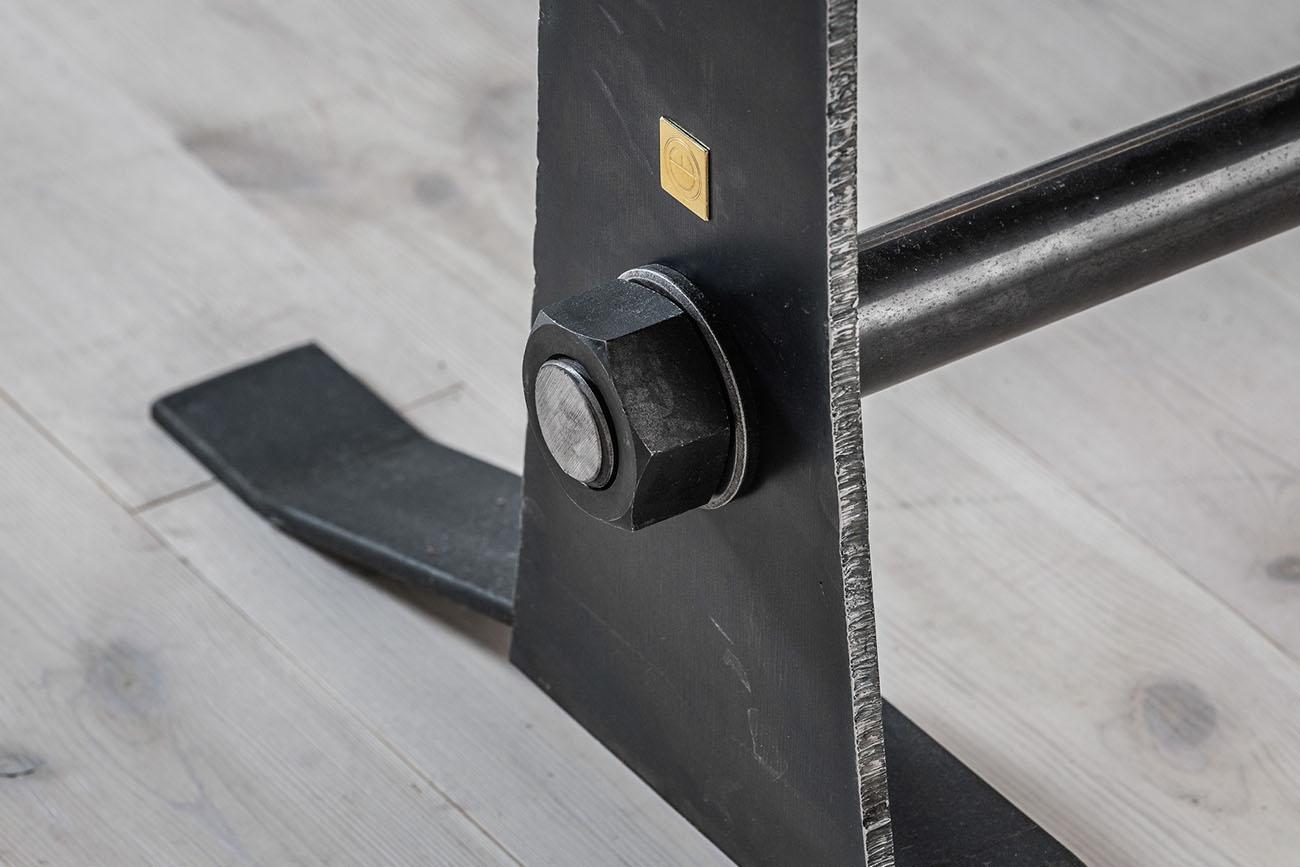 detalj på stålbord